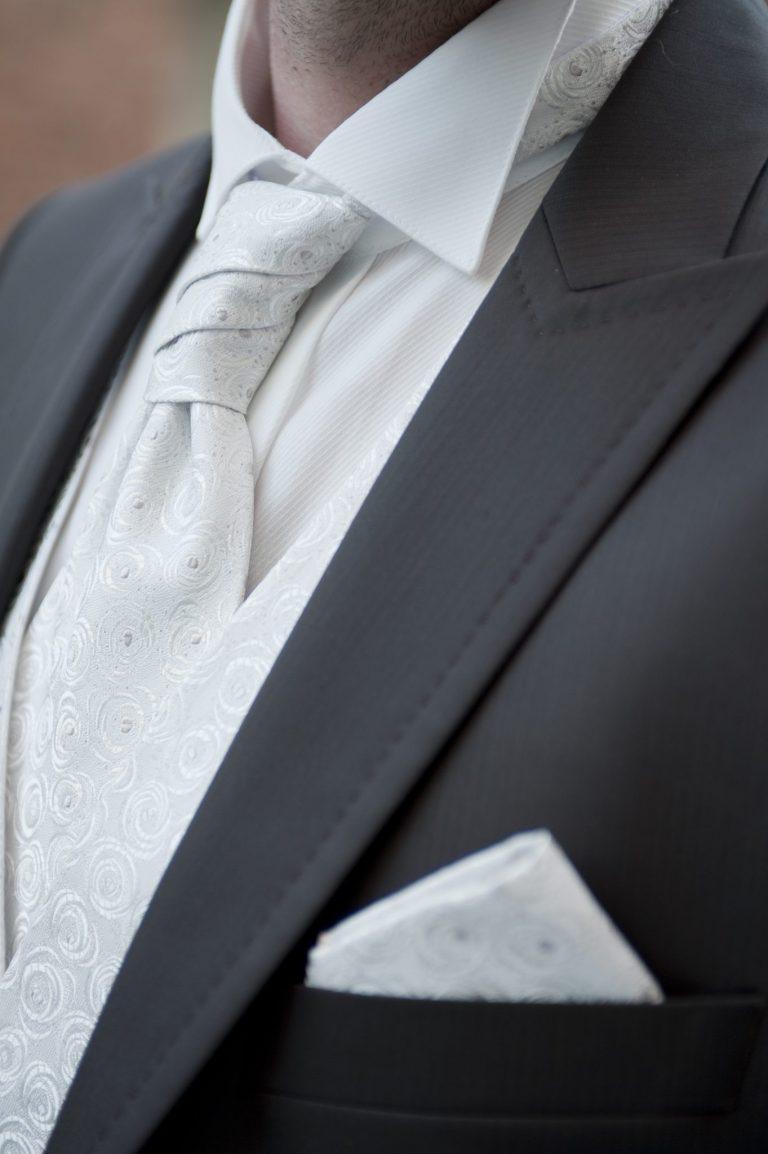 costume marié détail reportage photo mariage noir&blanc