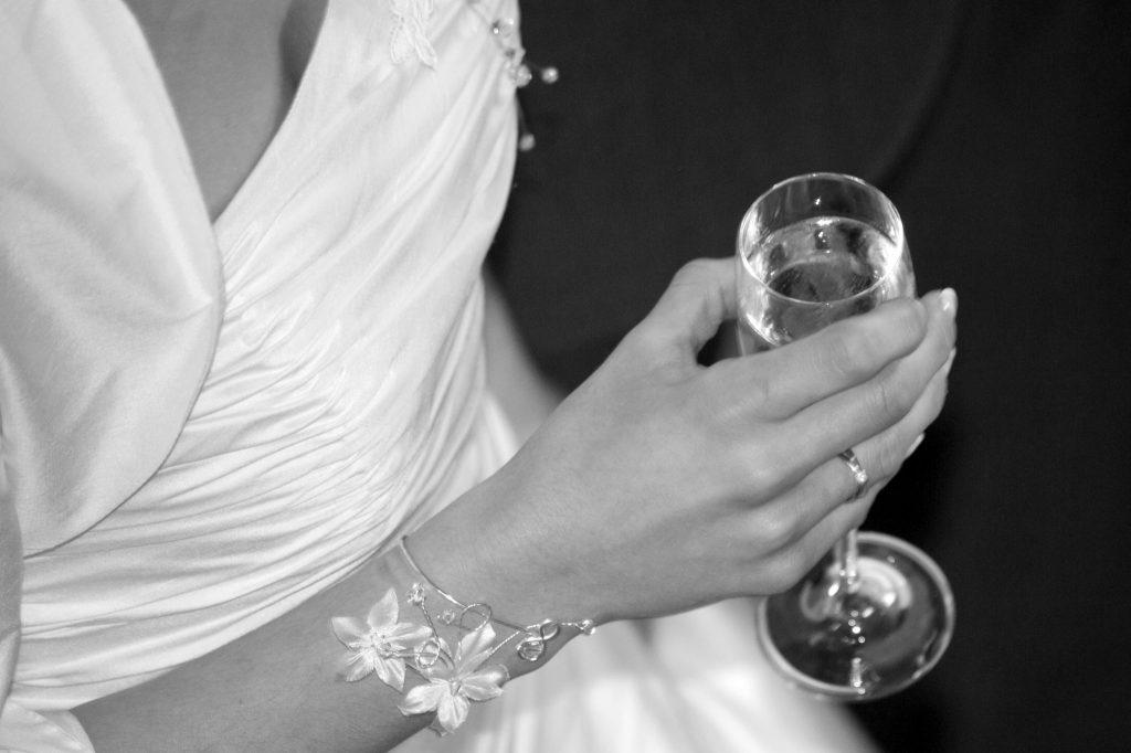 mariée champagne détail reportage photo mariage noir&blanc