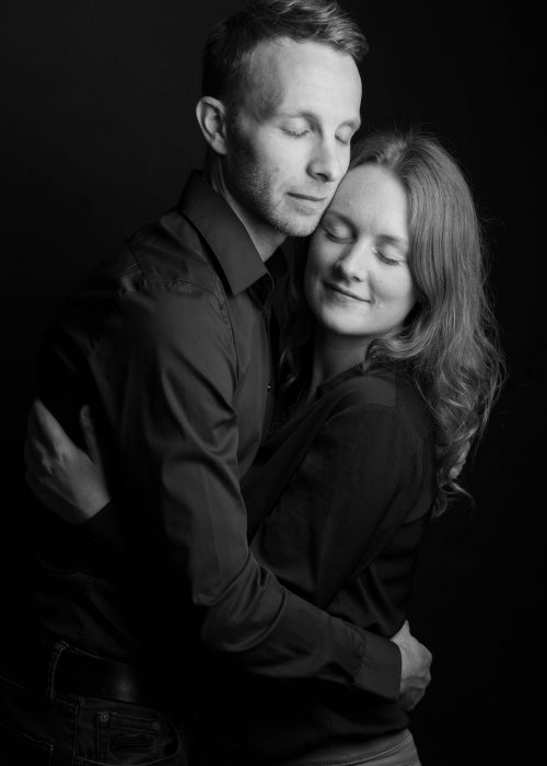 seace photo couple en studio noir et blanc